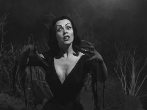 Vampira (Maila Nurmi) in Plan 9